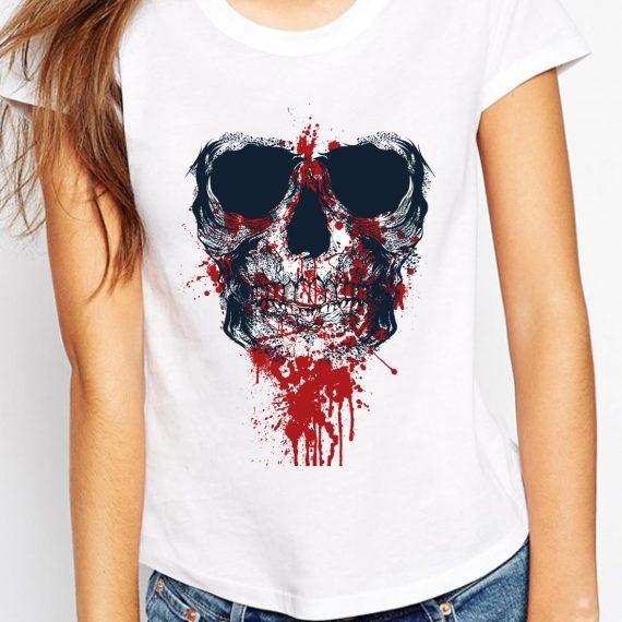 femeie-craniu-blood